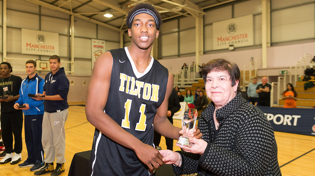 Haris' mum Polly presents the MVP Trophy to Terance Mann.  Photo by Jack Hinds Photography.